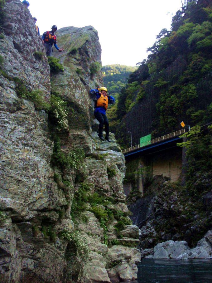 10mもの高さがある岩場から、吉野川にダイブ!!