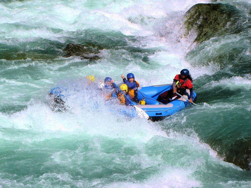 徳島吉野川で「ラフティング&祖谷のかずら橋」Wスリル体験