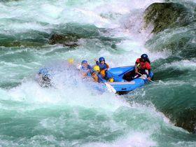 この夏体験したい渓流遊び9選 滝壺ダイブも激流川下りも!