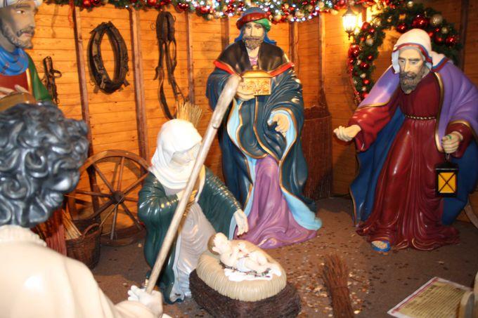 小さなヒュッテ(小屋)ではキリストの誕生を表現。