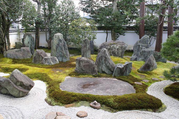 国内外から人が訪れる重森三玲庭園美術館で庭と茶室を鑑賞。