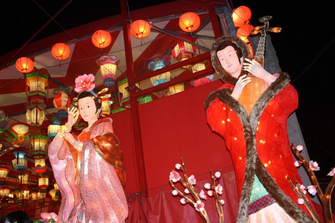 中国の歴史上の人物が大きなランタンになって登場!