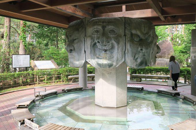 大きな8個の顔の像にびっくり!安曇野市 穂高温泉郷「八面大王足湯」