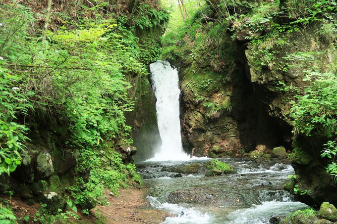 白糸ハイランドウェイにあるもう一つの滝「竜返しの滝」
