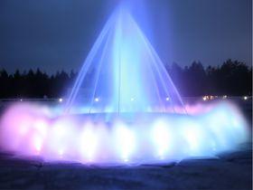 期間限定!札幌・モエレ沼公園「海の噴水ショー」は夕暮れ時が幻想的!!