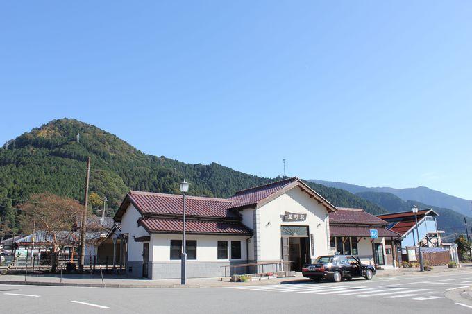 ぐるり山に囲まれた駅!
