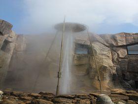 希少な天然温泉の噴水ショー!北海道「しかべ間歇泉公園」