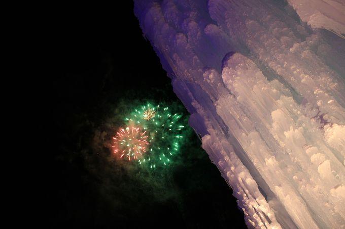 冬の花火!氷濤と花火のコラボレーション