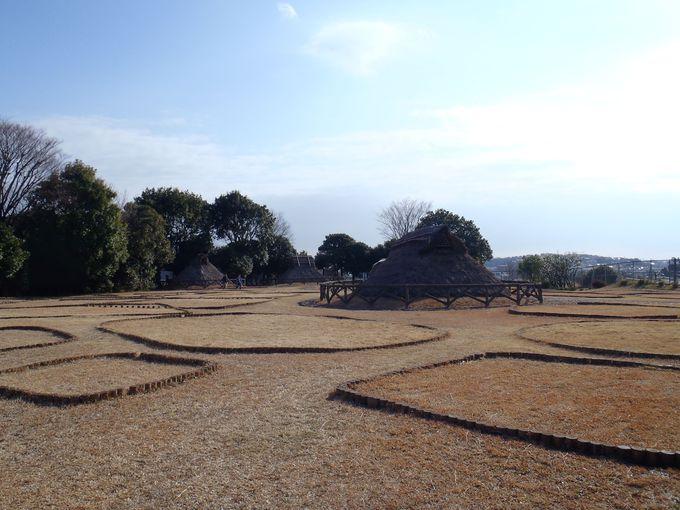 3つの時代の住居跡、三殿台遺跡