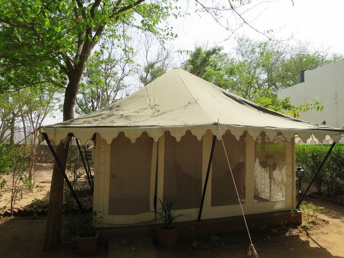 宿泊場所はテントから高級ホテルまで
