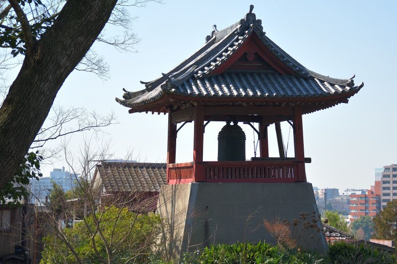 参道を彩る堂宇「旧寛永寺五重塔」