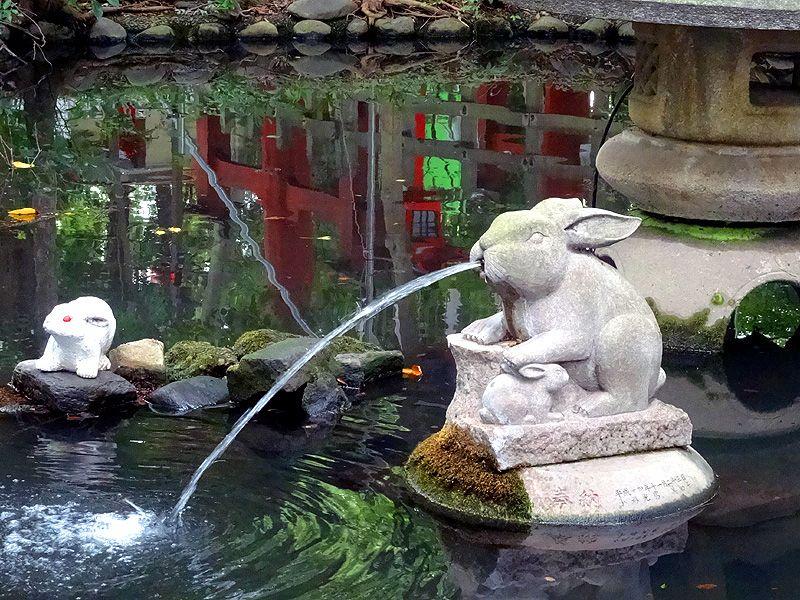 ウサギの噴水
