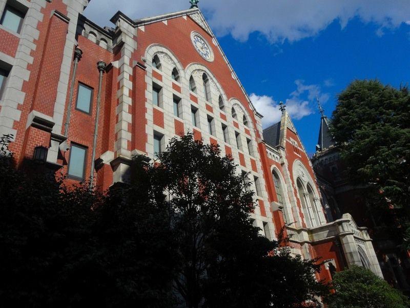 流行に彩られた建物