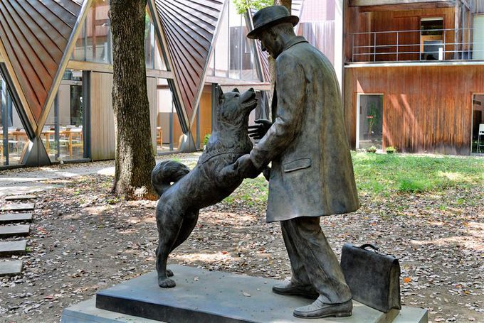 新銅像は愛情表現