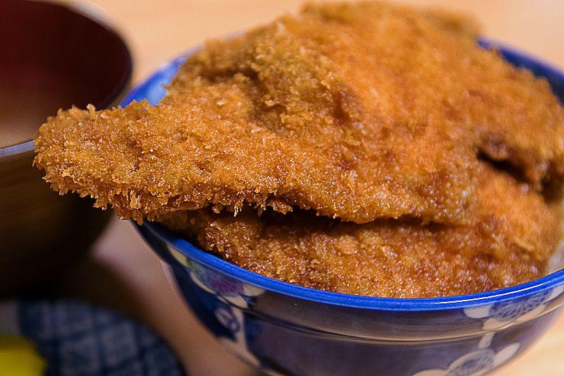 でっかい、美味い!秩父・安田屋で発祥のわらじかつ丼に驚愕