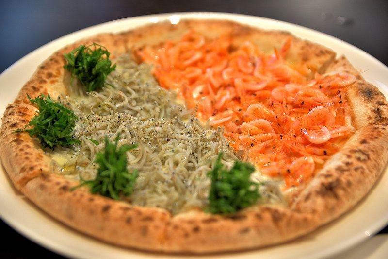 シラスとエビのツートップ!鎌倉「カフェ ビタースイート」の絶品ピザと鎌倉野菜