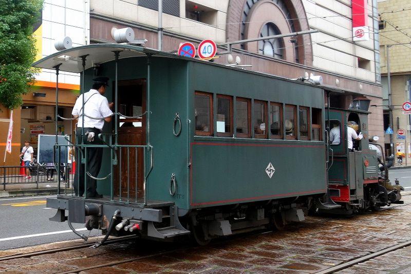『坊っちゃん』の舞台を走る「坊っちゃん列車」