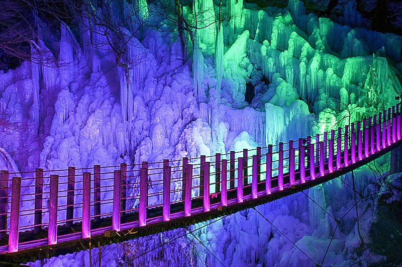 尾ノ内百景氷柱のライトアップ