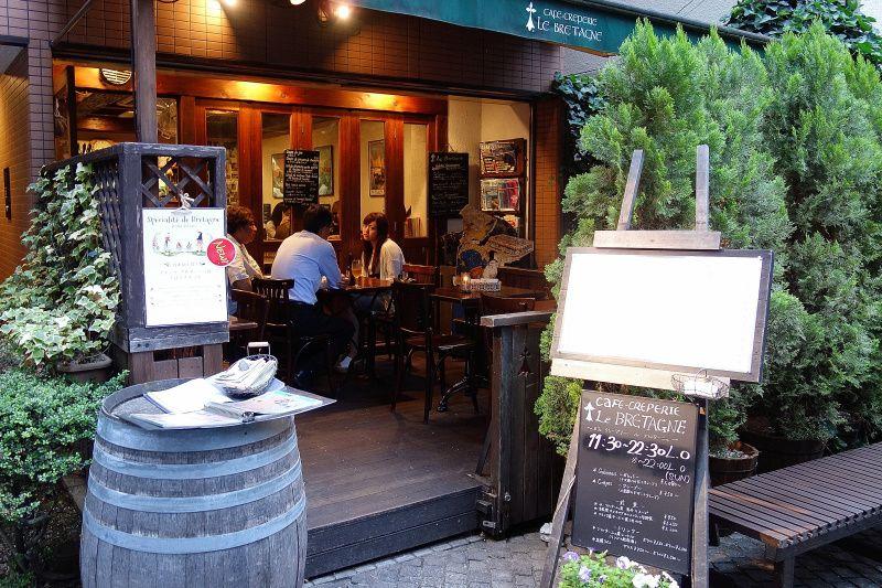 石畳の隠れ家カフェ!神楽坂「ル・ブルターニュ」は日本初のクレープリー