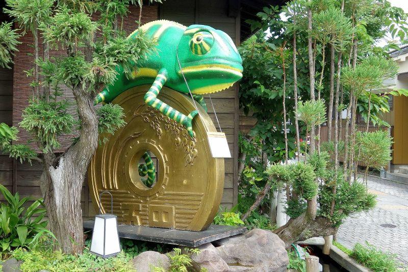 カメレオンと五円(ご縁)玉!「川越三大縁結び神社」でご利益三倍