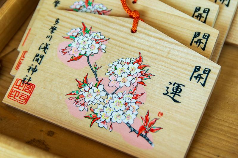 境内では桜の花のご利益の花咲き乱れます