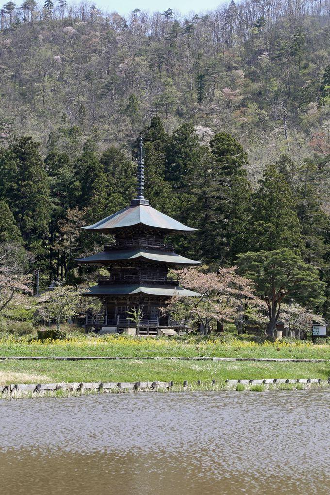 三重塔は県の指定文化財