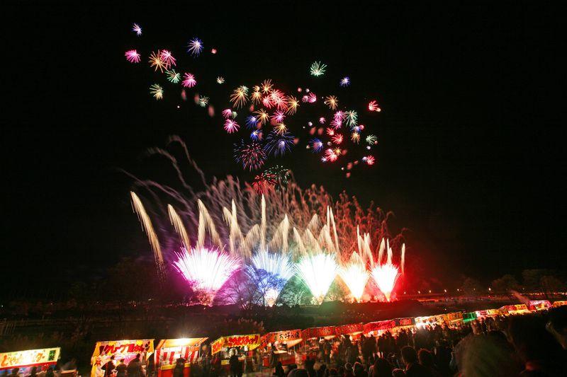 夏が忙しい人にお薦め。晩秋に開催される花火大会、長野「えびす講」