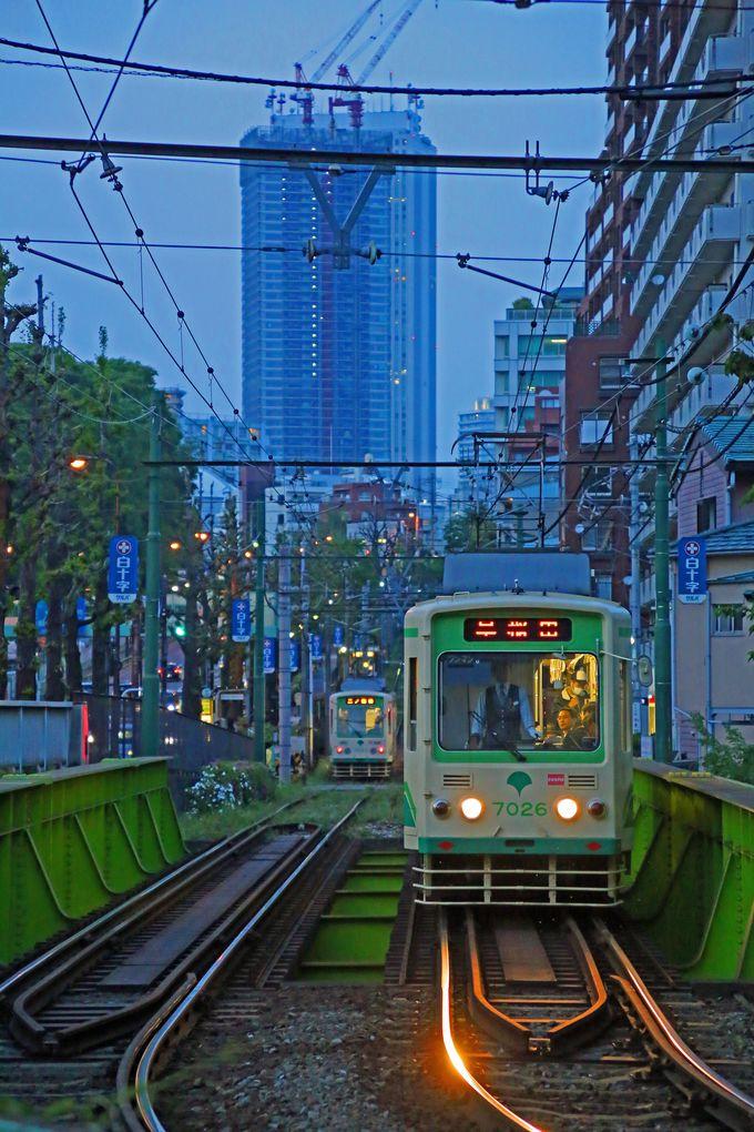 閑静な住宅地の中を電車は早稲田へ