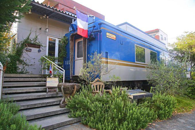 JR東日本の客車が客室の一部となっています