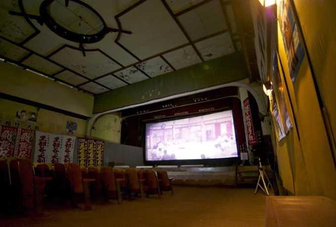 「拍手の鳴り止まない建物」の歴史と東日本大震災