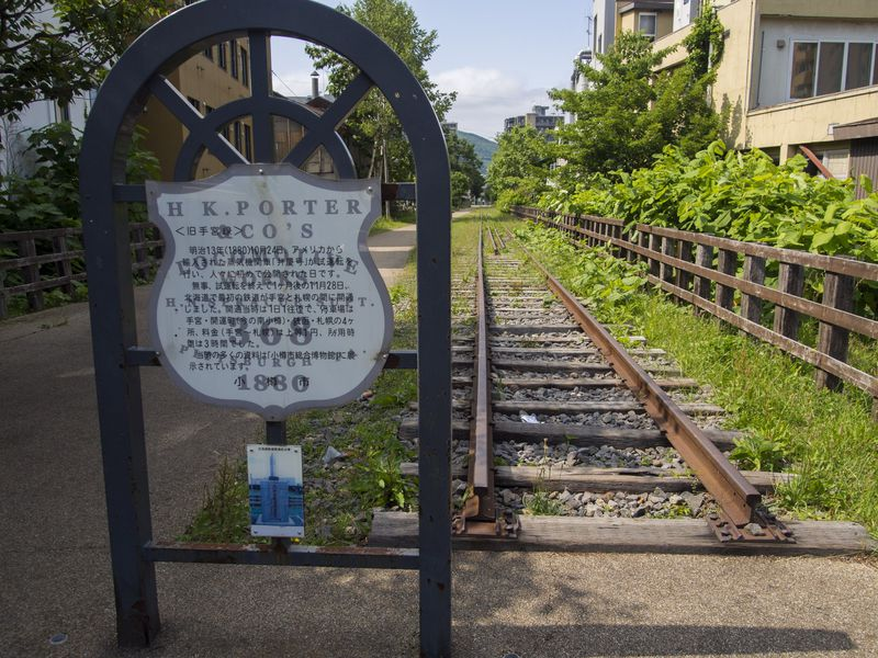 小樽市の「手宮線跡」を歩く!北海道の鉄道遺産にある遊歩道空間