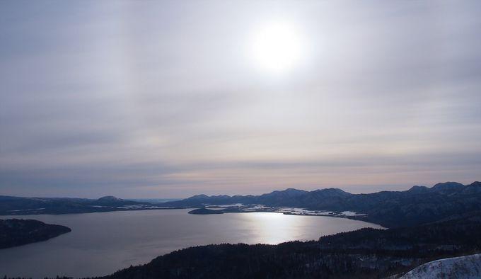 まさに絶景!美幌峠から見る、太陽に照らされた屈斜路湖