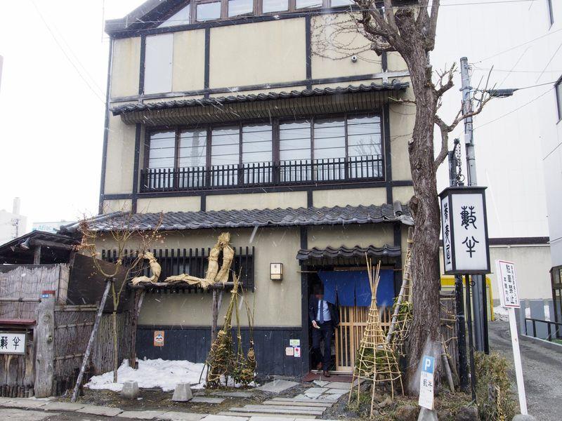 歴史的建造物の部材を再利用!?趣ある小樽の蕎麦屋「薮半」