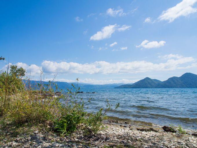 岬の奥にて、湖の波打ち際を堪能
