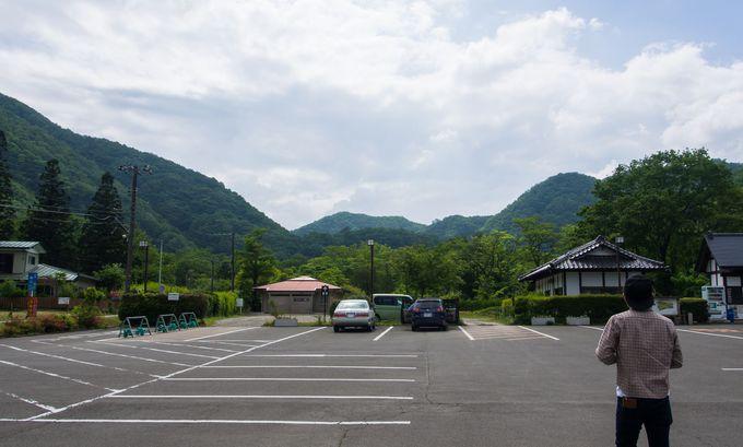 自然を満喫できる、山々に囲まれた場所