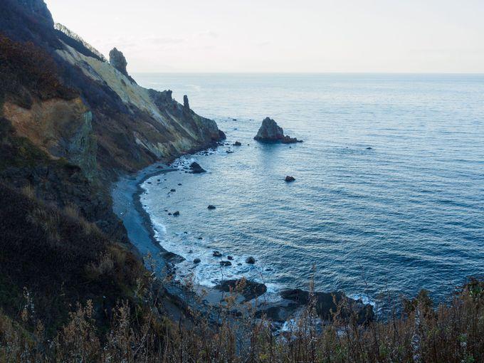 祝津パノラマ展望台の西側にある崖の景観は迫力抜群