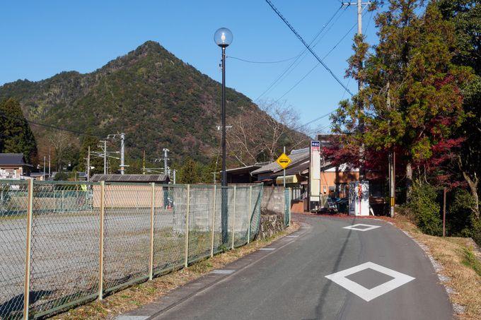 湯谷温泉駅の周辺にある静かな佇まいの温泉街