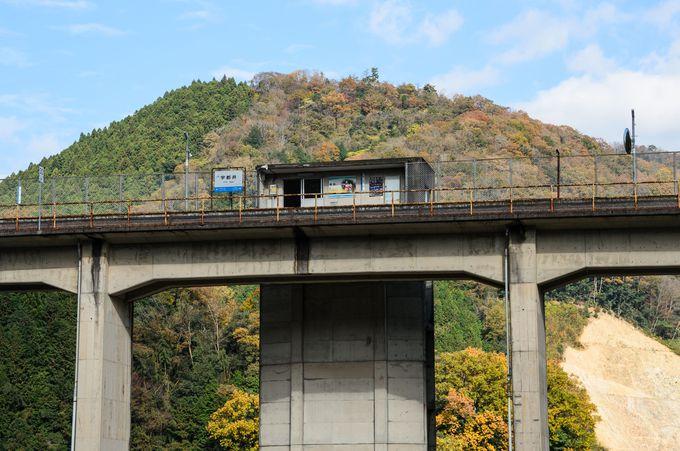 列車の発着は上下線で各4本のみ!
