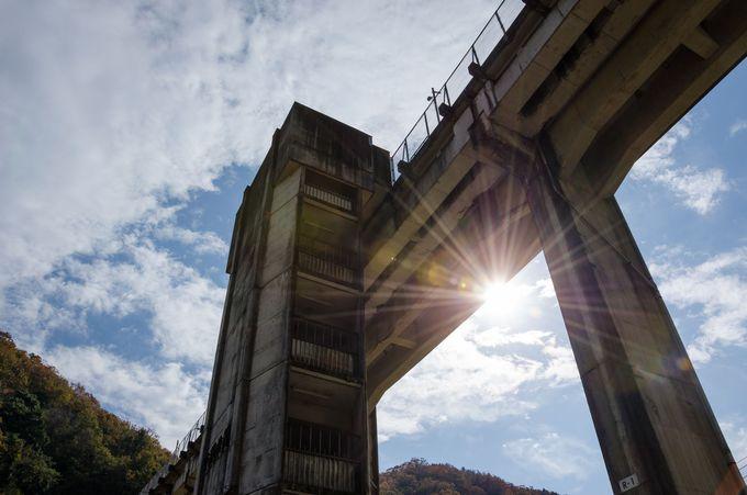 高さは地上20メートル!コンクリート製の塔のような宇都井駅