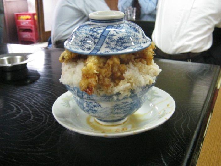 テラ盛りの聖地!千葉「やよい食堂」の天丼は蓋が閉まらない