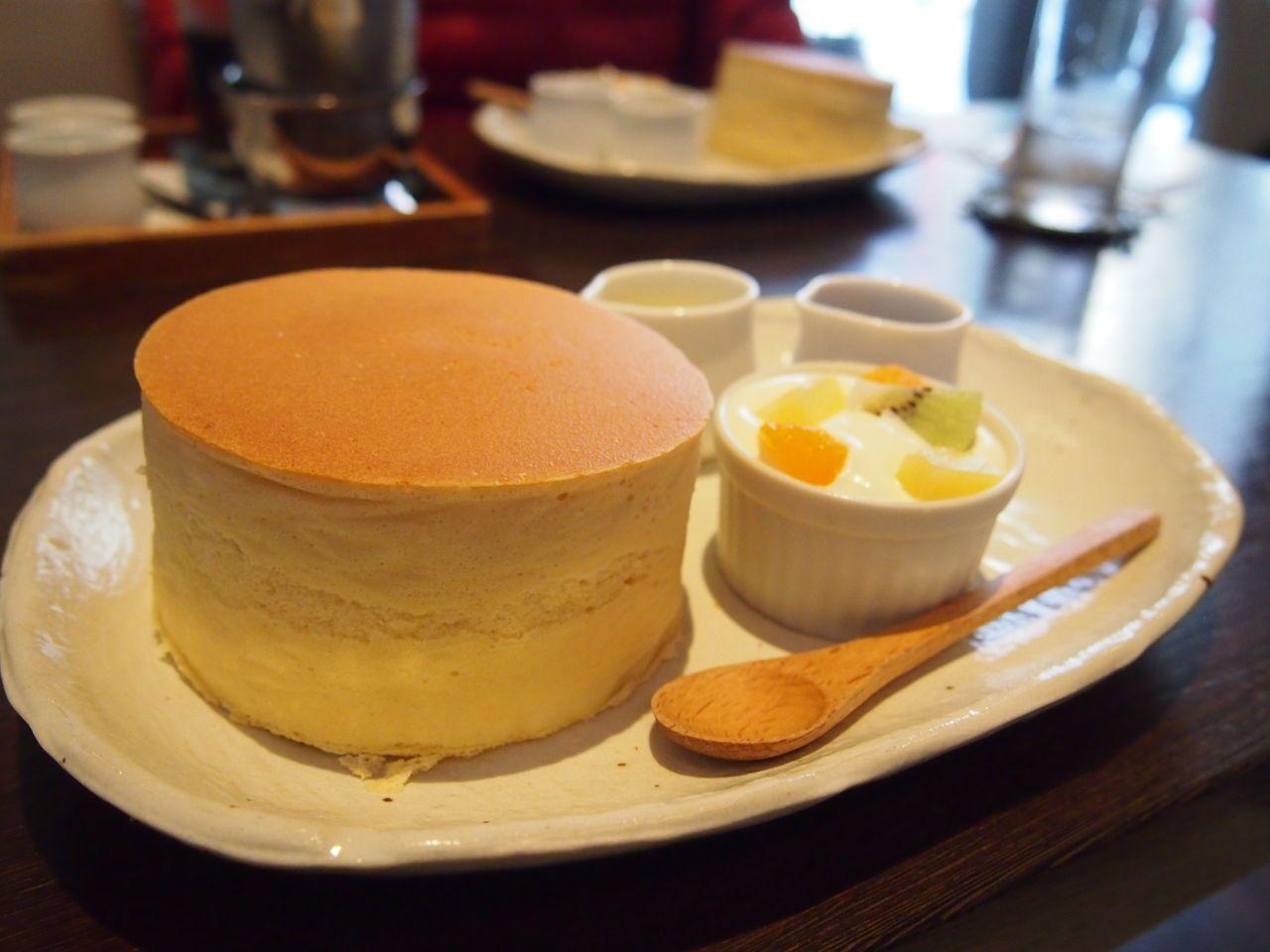 厚さ5cm!日本一分厚いパンケーキがある「カフェサロンSONJIN」