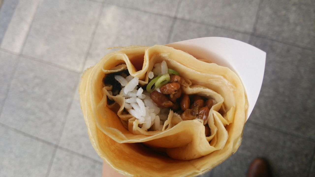 主食とスイーツを合成した「納豆ご飯クレープ」