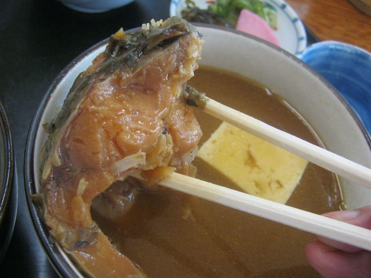 800円で腹いっぱい鯉料理が食べられる「大新」
