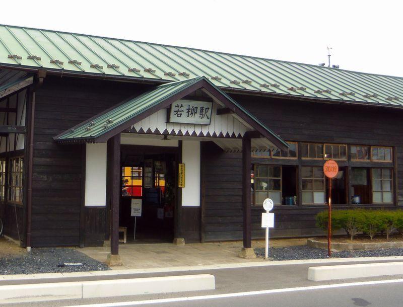列車に体験乗車できるのは、レトロな若柳駅から