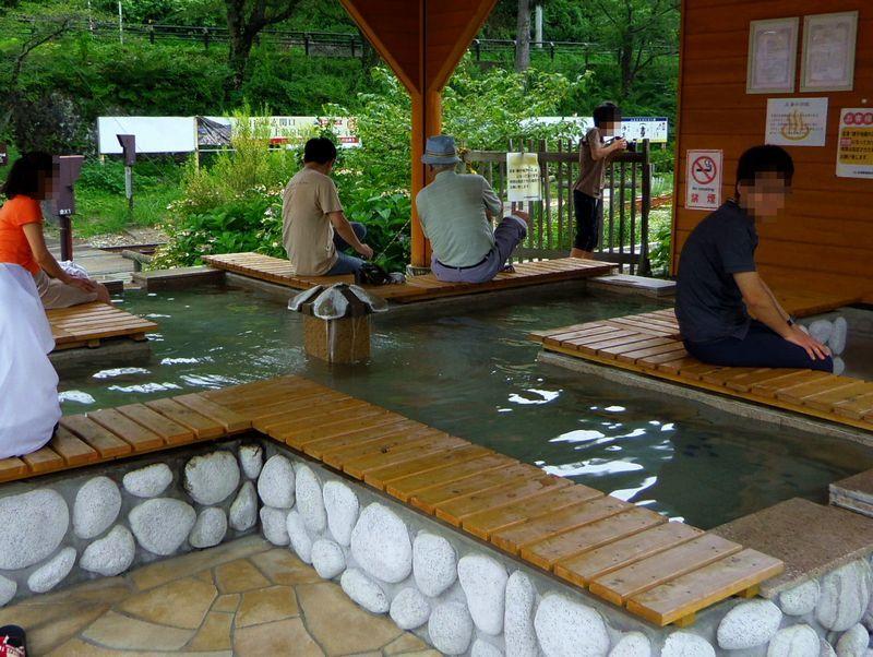 湯野上温泉の玄関口ですから〜足湯もあります!