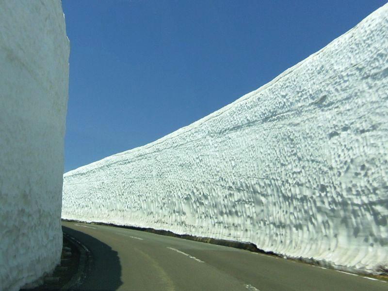 春限定!雪の壁が凄い道をドライブしよう〜蔵王エコーライン
