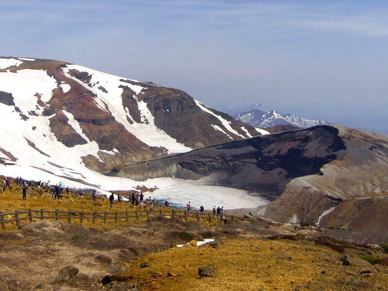 残雪が沢山残っていますが〜蔵王のシンボル「御釜」まで行けます