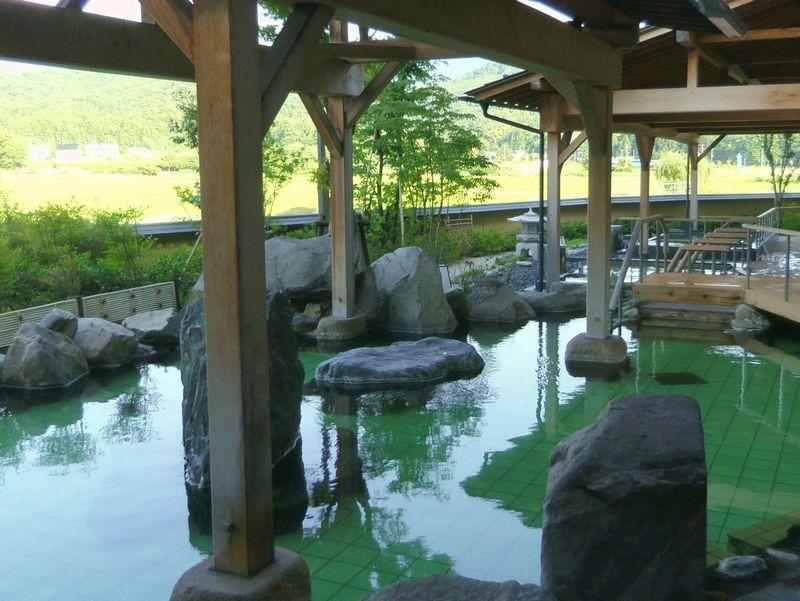月岡温泉は、鮮やかなエメラルドグリーン美人の湯!「白玉の湯 華鳳」