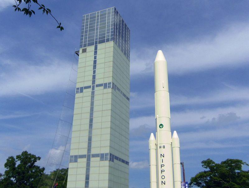 巨大なH-IIロケット実物大模型&スペースタワー・角田市台山公園