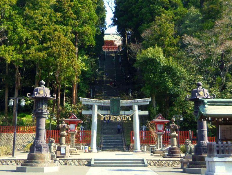 鹽竈神社は、表参道の石段を登って参拝すべし